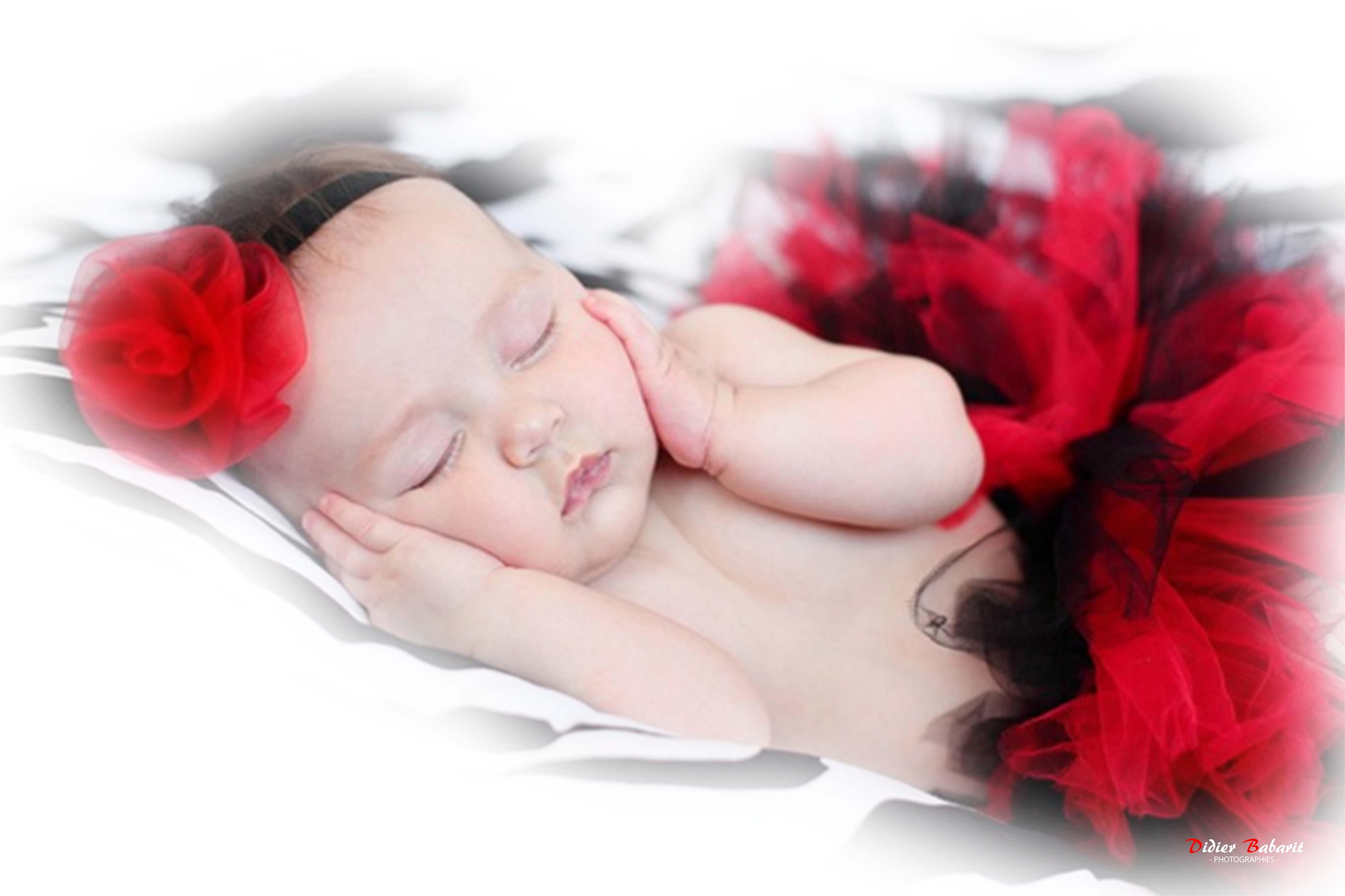 Shooting bébé fille jupe et rose rouge